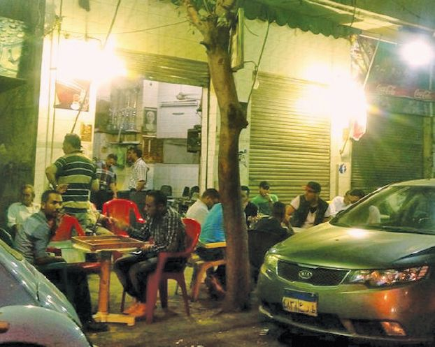 مقاهي «شامبليون» في القاهرة تحتضن باحثين عن الشهرة