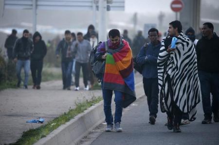 """فرنسا تهدم مخيم """"الغابة"""" للمهاجرين"""