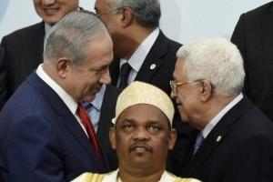 في أي جانب يقف الفلسطينيون؟