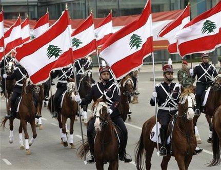 ضباط لبنانيون في عيد الاستقلال