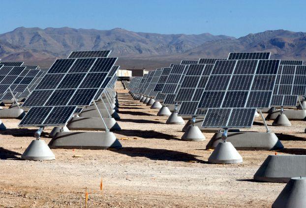 السعودية تبدأ توفير أراضي مشاريع الطاقة المتجددة