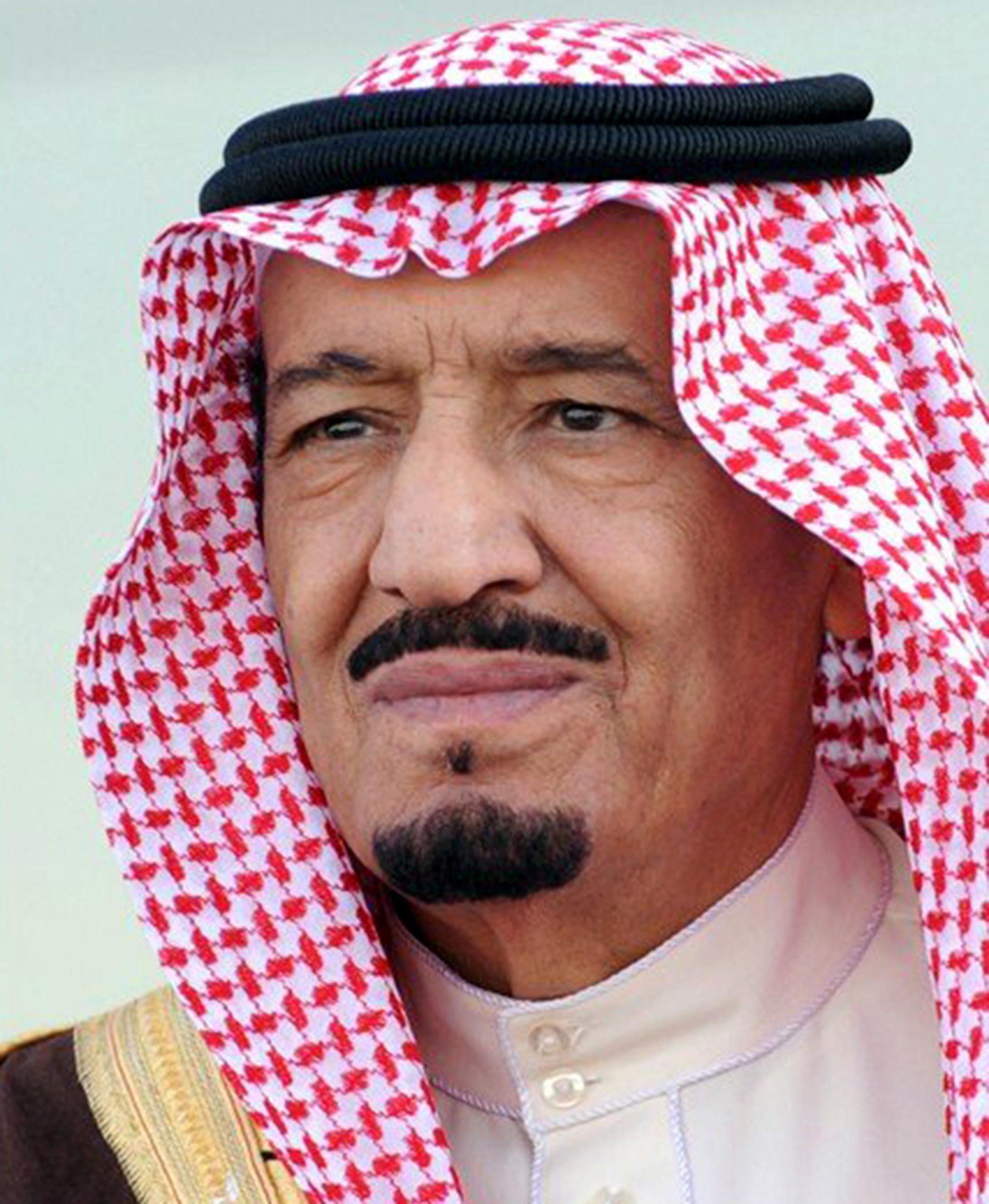 الملك سلمان يقيل وزيري الإعلام والخدمة المدنية