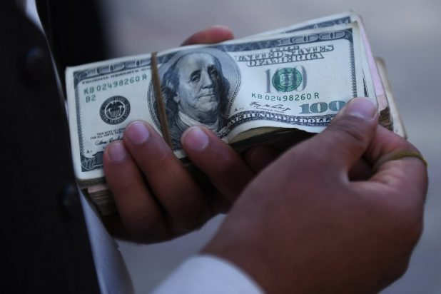 كم من المال النقدي لدى أثرياء العالم؟
