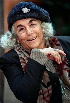 حوار مع الكاتبة الإسبانية كارمن مارتن غايتي