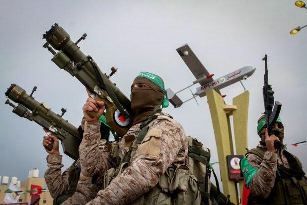 """إسرائيل تحذّر """"حماس"""" من أنها سترد بحزم على أي اقتراب من السياج"""
