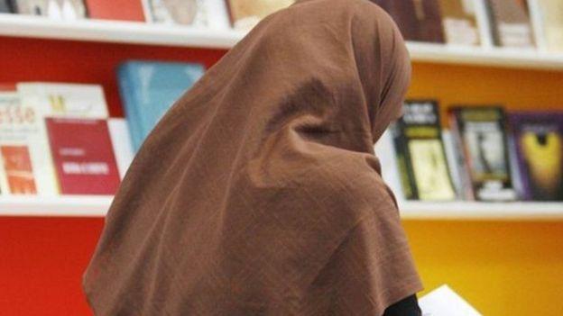 محكمة العدل الأوروبية تؤيد منع ارتداء الرموز الدينية في أماكن العمل