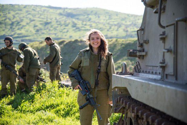 الخلاف حول خدمة النساء في الجيش قد يهدد حكومة نتنياهو