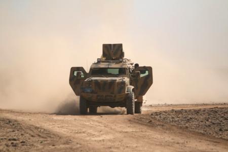 """""""قوات سوريا الديمقراطية"""" تسيطر على مطار قرب الطبقة"""