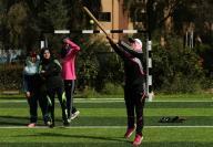 لعبة جديدة لنساء غزة.. البيسبول