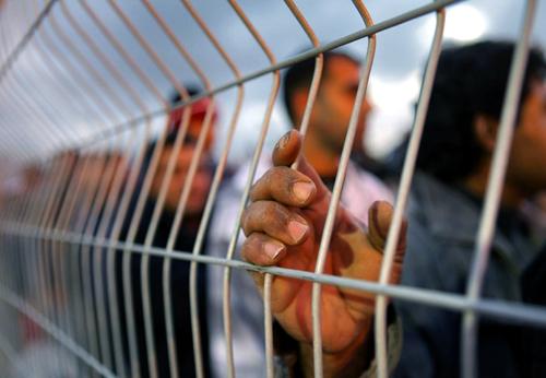 حرب نفسية ضد اضراب الأسرى عن الطعام