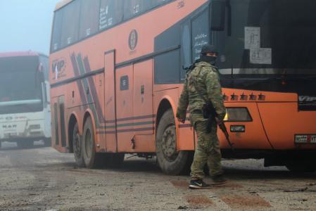 سوريون عالقون في حلب وحولها مع تعثر اتفاق إجلاء القرى