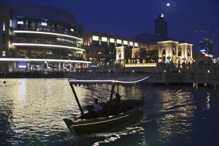 """انقطاع الكهرباء يغرق """"دبي مول"""" في ظلام لساعتين"""