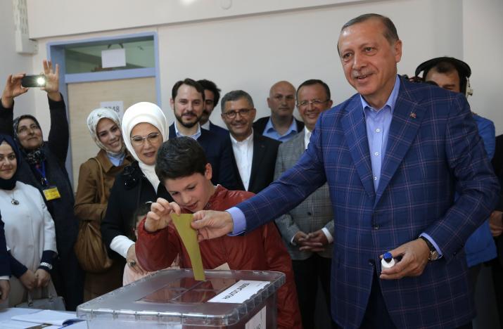 إردوغان: تركيا اتخذت قراراً تاريخياً بالموافقة على تعديل الدستور