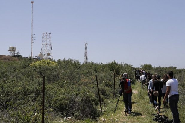 استعراض حزب الله قرب الحدود يأتي في وقت ملائم لإسرائيل
