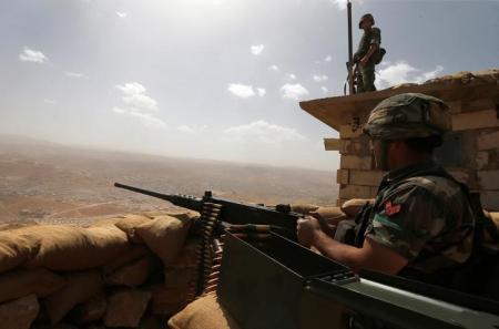 """الجيش اللبناني يقتل قيادياً في """"داعش"""" ويعتقل 10 في عرسال"""