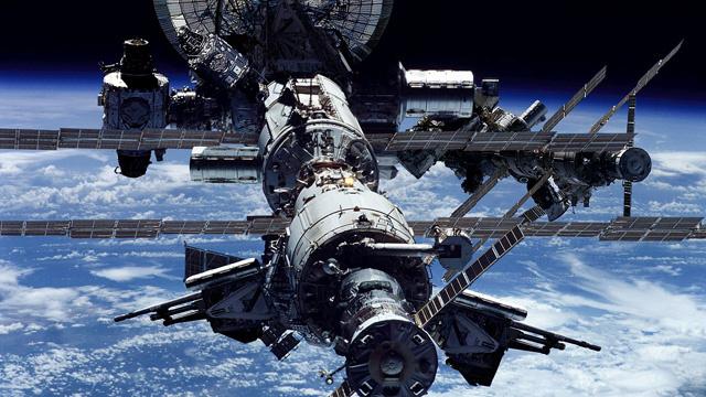 طاقم أميركي روسي ينطلق إلى المحطة الفضائية