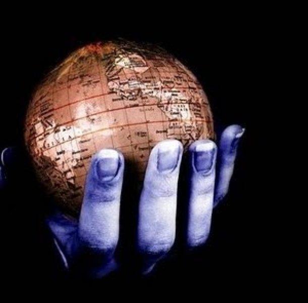 """مآلات نظريات """"الدولة الديمقراطية"""" ما بعد العولمة"""