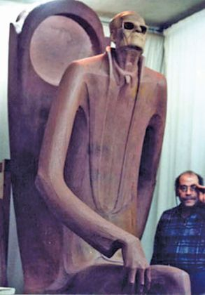 تمثال طه حسين شامخاً في معرض مكتبة الإسكندرية