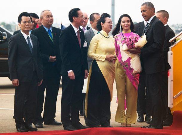زيارة أوباما لفيتنام واستخدامها لاحتواء الصين