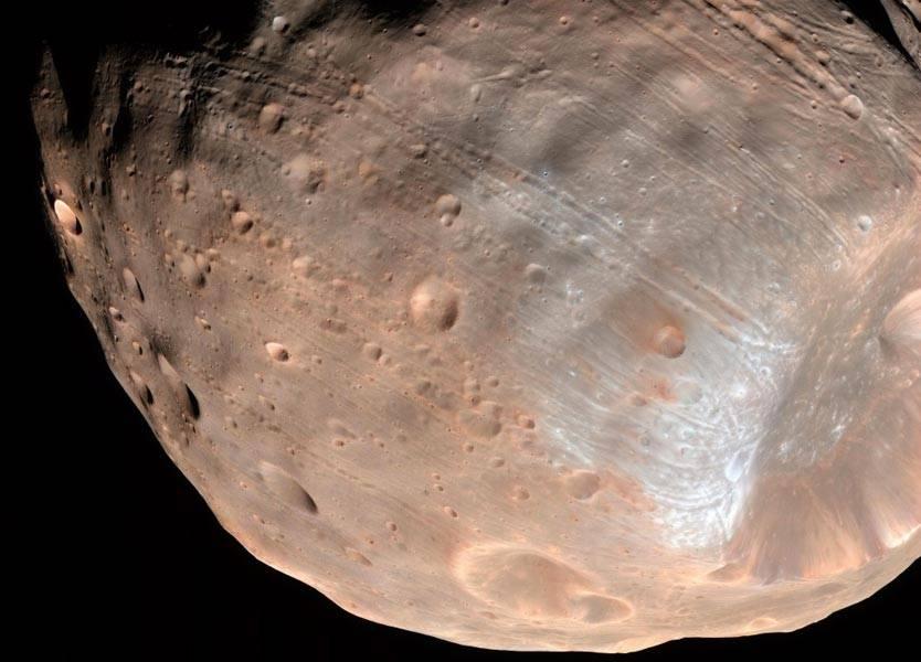كويكب يمرّ قرب الأرض الأربعاء.. هل يرتطم بها؟