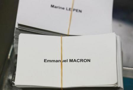 انتخابات الرئاسة الفرنسية اليوم وسط اختراق الكتروني لحملة ماكرون