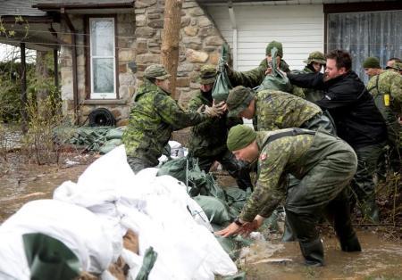 مونتريال تعلن حالة الطوارئ جراء الفيضانات