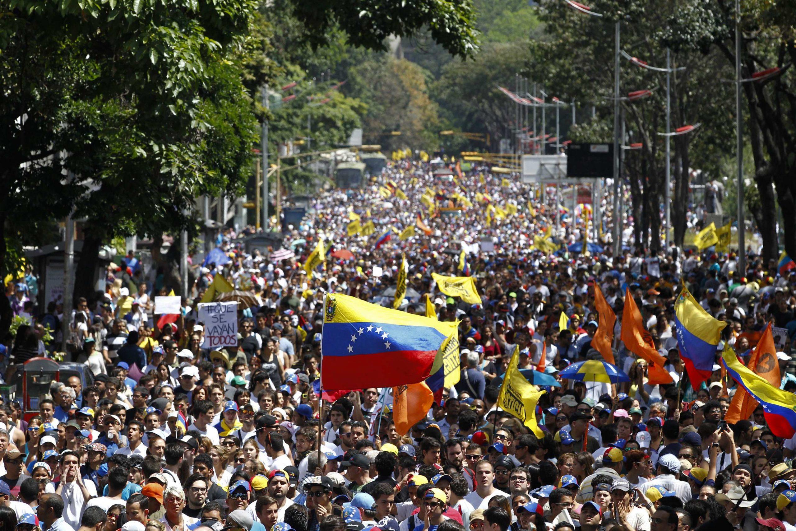 سيناريوهات عدة تنتظر فنزويلا: انتخابات أو حرب أهلية أو غزو أميركي
