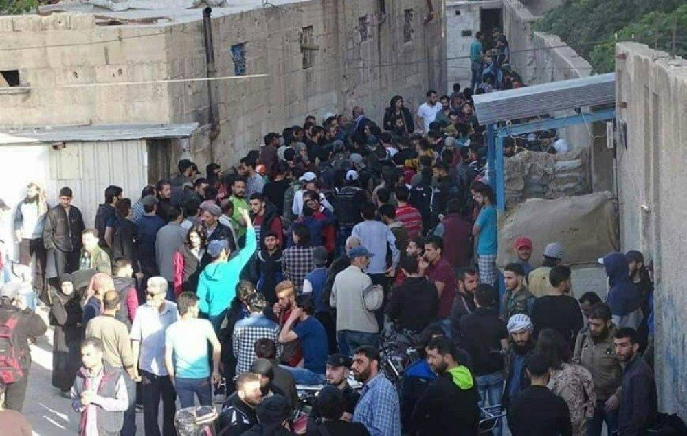 بدء إجلاء مقاتلين معارضين من برزة في دمشق