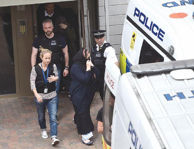 لندن توقف 12 بينهم 4 نساء وتشدّد قبضة الأمن