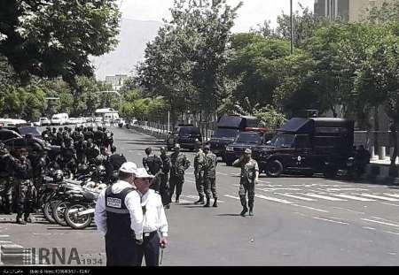 مجموعات إرهابية تهاجم البرلمان ومرقد الخميني في طهران