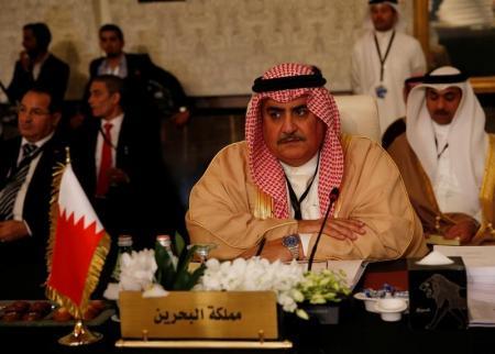 البحرين تطالب قطر بالابتعاد عن إيران