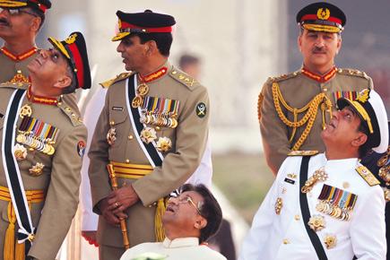 دور العسكر في النظام السياسي الباكستاني بين 2001 و2008