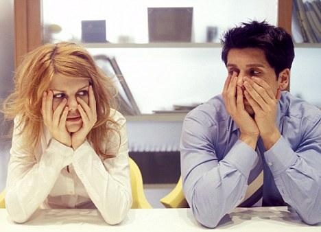 كيف تتعاملين مع زملاء العمل الغيورين؟