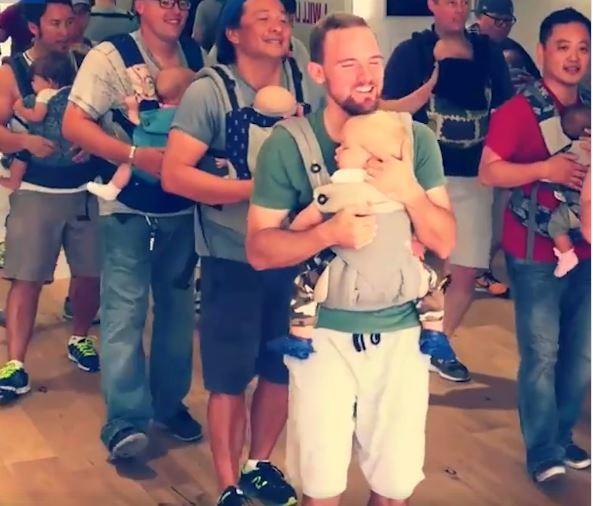 """فيديو طريف يشعل مواقع التواصل – رقصة """"الآباء والأطفال"""" تتحول الى حقيقة!!"""