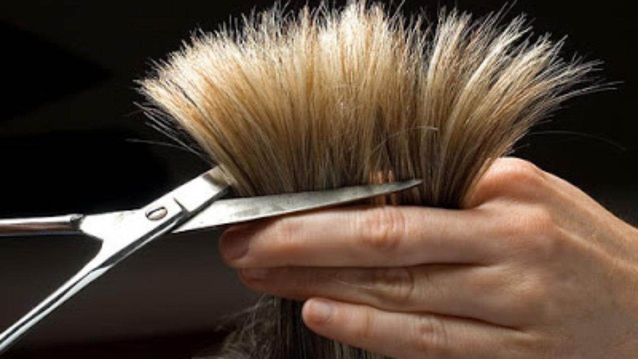 علاجات طبيعية لتقصّف شعرك تغنيك عن قصّه!
