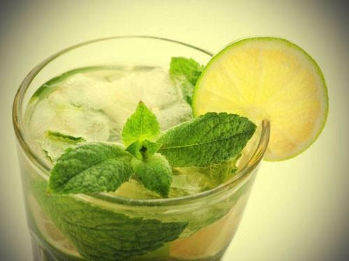 إحذروا طلب الماء أو المشروبات الغازية مع شرائح الليمون في المطاعم!