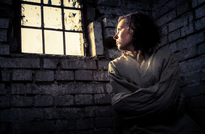 سجينات بجمال خارق… صور مجرمات ضجّت بهن مواقع التواصل الاجتماعي