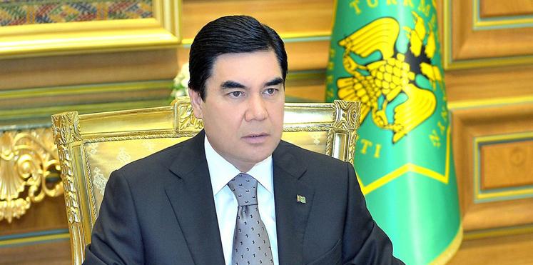 رئيس جمهورية تركمانستان يكتب ويغني ويرقص ويُسعد النساء