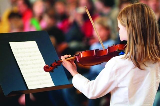 هذا ما سيحدث لطفلك إذا تعلم العزف على آلة موسيقية… النتائج تفوق تصورك