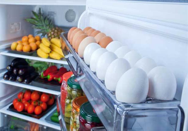 احذر تخزين البيض في باب الثلاجة.. الأمر مقزز