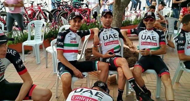 فريق المتسابقين الإماراتيين