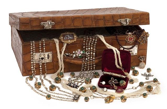 السعودية أعطت مساعدي أوباما مجوهرات بآلاف الدولارات