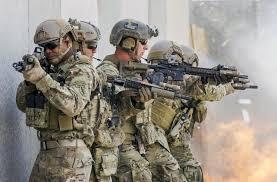 أميركا ستبقي نحو 1000 عسكري في سوريا وقد توسع مطاراً في دير الزور