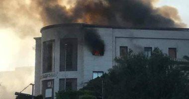 مسلحون يقتحمون مقهيين بالعاصمة الليبية