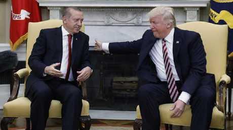 ترامب يشيد بالعلاقات الأمريكية التركية في بداية اجتماعه مع أردوغان