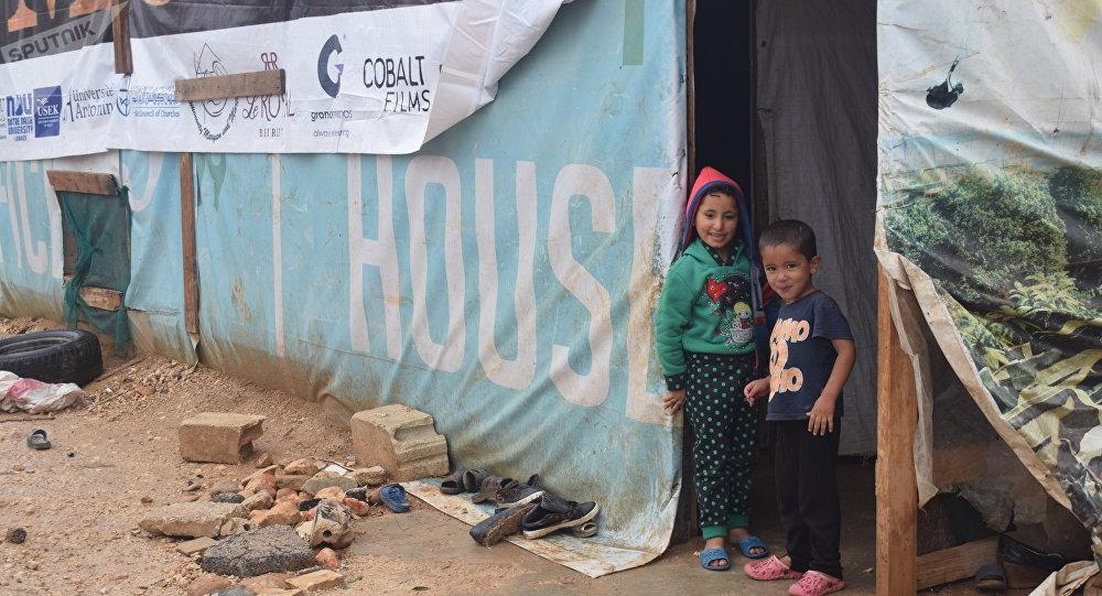أجساد ومخيمات تتوق للدفء… اللاجئون السوريون يتجمدون تحت ثلوج لبنان