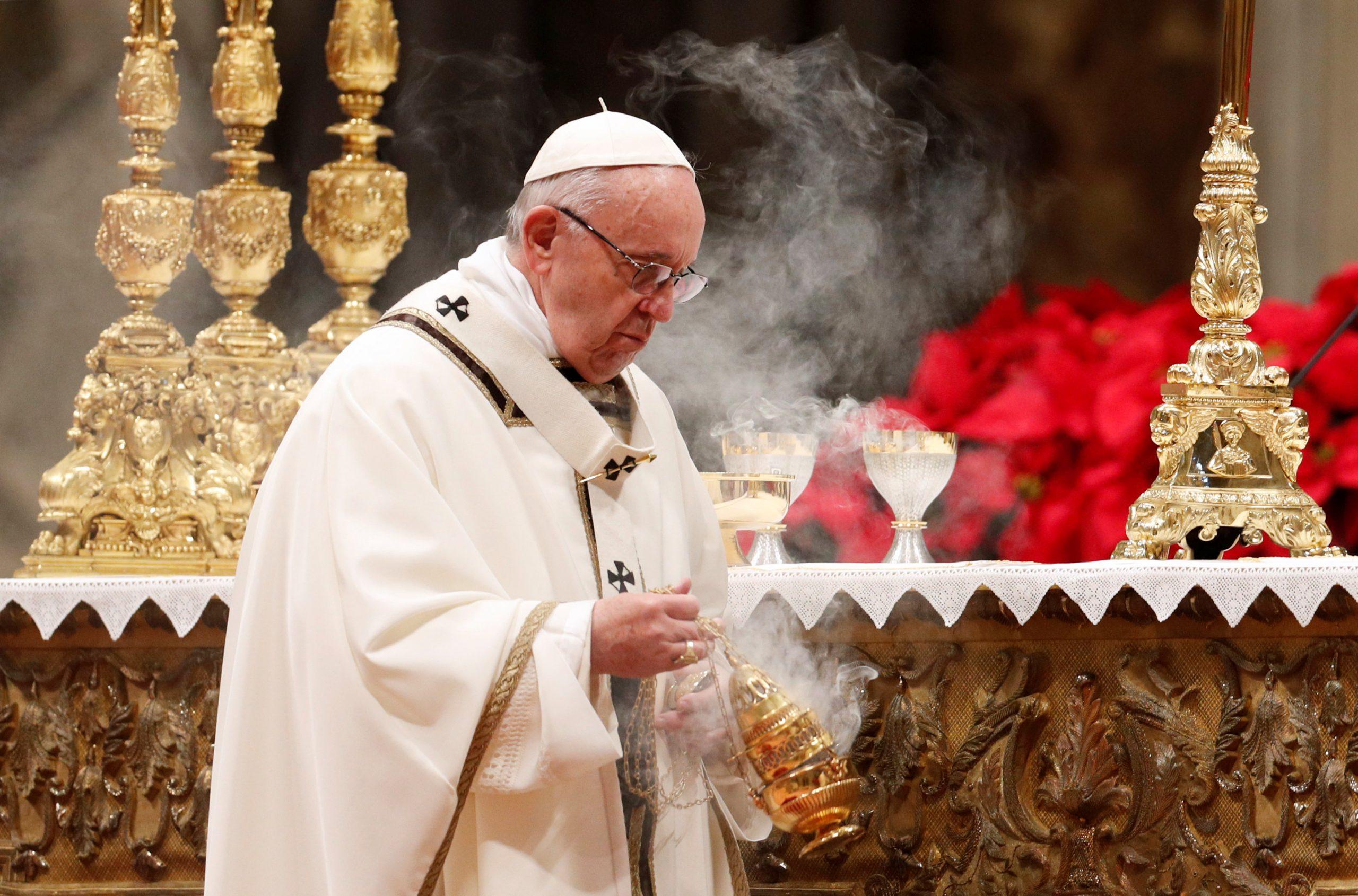 البابا فرنسيس يدعو قادة أوروبا للسماح بدخول مهاجرين تقطعت بهم السبل في البحر