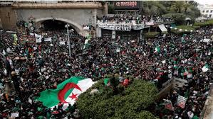 المحتجون بالجزائر يواصلون الضغط على الحكومة قبل أسابيع من انتخابات الرئاسة
