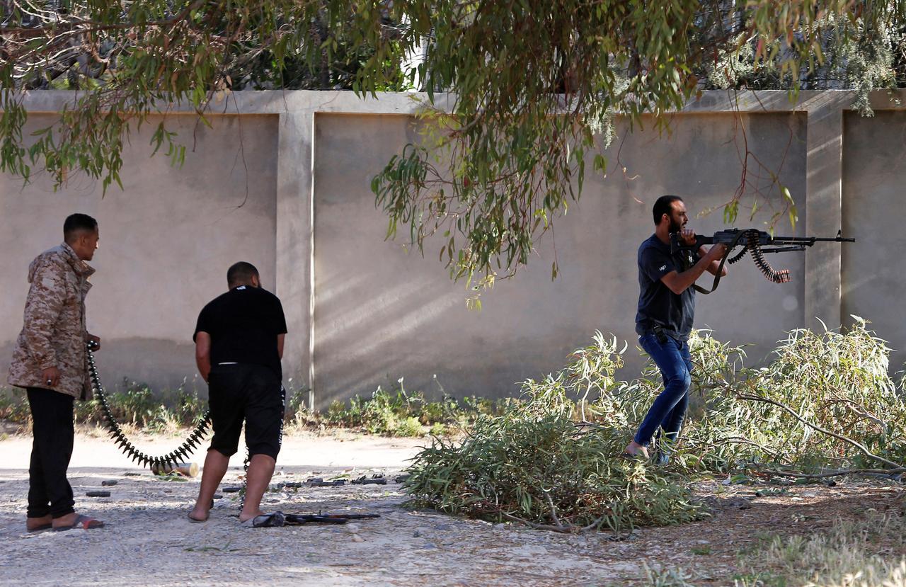 قوات حكومة طرابلس تتصدى لقوات حفتر في حرب شوارع