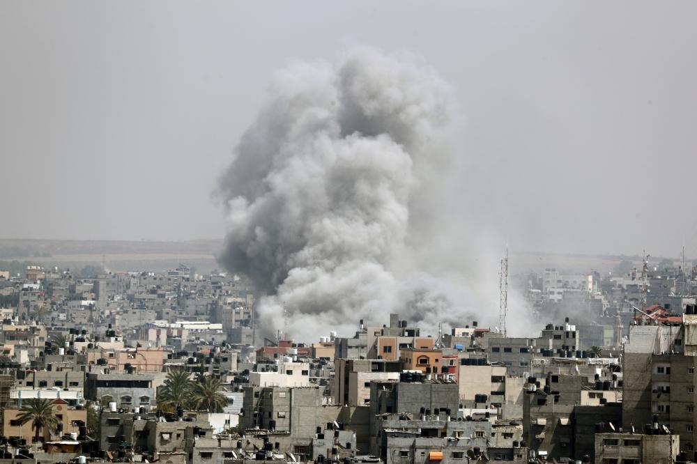 استمرار إطلاق الصواريخ من غزة والجيش يغلق مجال الصيد في البحر